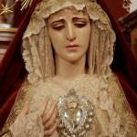 María Santísima de la Esperanza ataviada con ropas de la Santísima Virgen de Montserrat